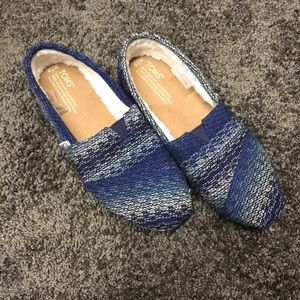 Blue and White Toms!!! Barely worn and size 7.5!!!